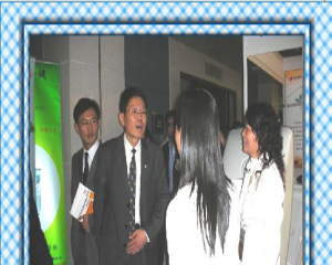 中医药管理局领导考察并询问我公司产品
